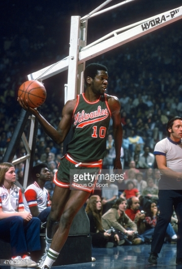 LANDOVER, MD - CIRCA 1975: Bob Dandridge #10 of Milwaukee Bucks looks to pass the ball in-bounds against the Baltimore Bullets during an NBA basketball game circa 1975 at the Capital Centre in Landover, Maryland. Dandridge played for the Bucks from 1969 - 77 and 81-82. (Photo by Focus on Sport/Getty Images) *** Local Caption *** Bob Dandridge