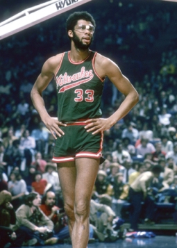 NEW YORK, NY - CIRCA 1970's: Kareem Abdul-Jabbar #33 of the Milwaukee Bucks in action against the New York Knicks during an early circa 1970's NBA basketball game at Madison Square Garden in New York, New York. Abdul-Jabbar played for the Bucks from 1969 - 75. (Photo by Focus on Sport/Getty Images)